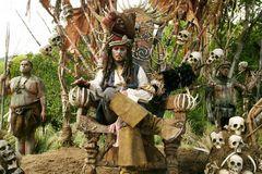 http://kino-govno.com/images/piratesofthecaribbean2/piratesofthecaribbean2_63s.jpg